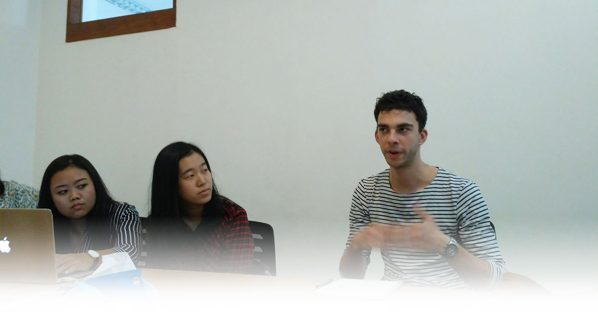 Perkenalan Colin didampingi oleh AIESEC Bandung