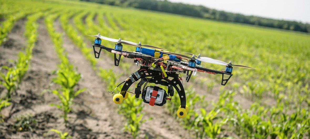 drone untuk pemantauan lahan pertanian